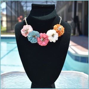 GORGEOUS Floral Statement Necklace